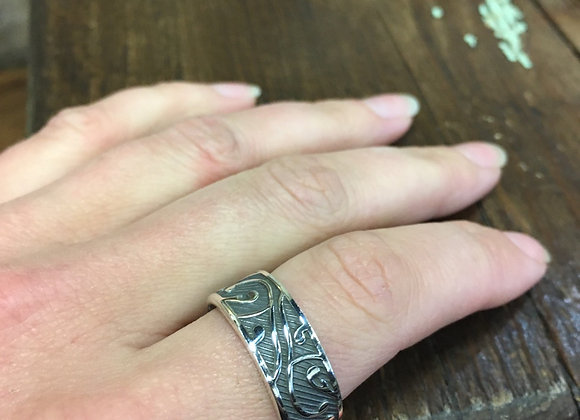 Oxidized band with leaves