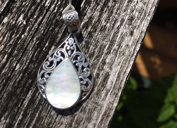 Teardrop mother of pearl pendant