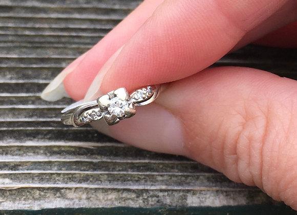 14 carat gold vintage white gold wedding ring