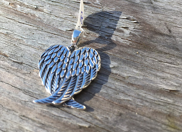 Detailed small angel wing pendant