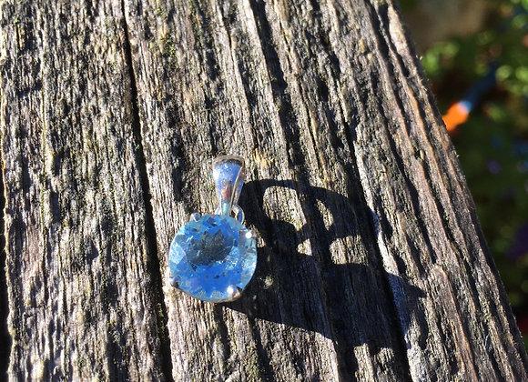 Small claw set blue topaz pendant