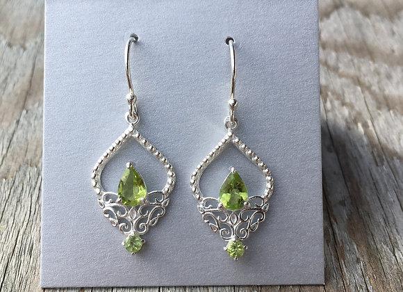 Fancy setting peridot earrings