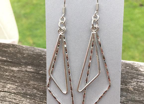 Elongated triangles earrings