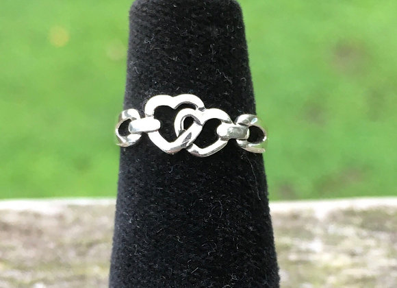 Heart link pinky ring