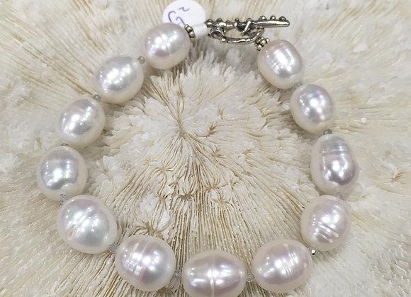 Oval cream freshwater pearl bracelet