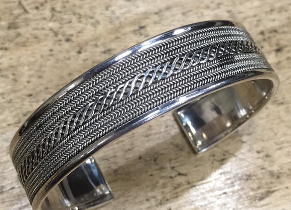 Balinese detailed silver cuff