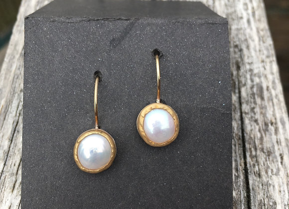 Yutal pearl and gold earring