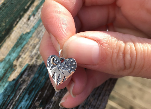 Heart mountains at night pendant