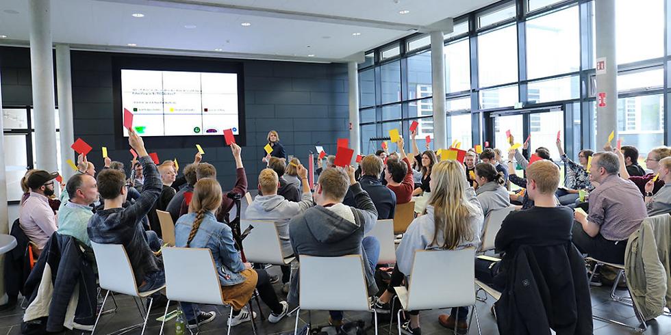 Ist deine Hochschule zukunftsfähig? Klimaschutz und Nachhaltigkeit an Hochschulen. Ein Vortrag von Dr. Michael Flohr.