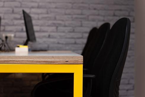 אלינור גוילי עיצוב שולחן משרדי ictbit  .