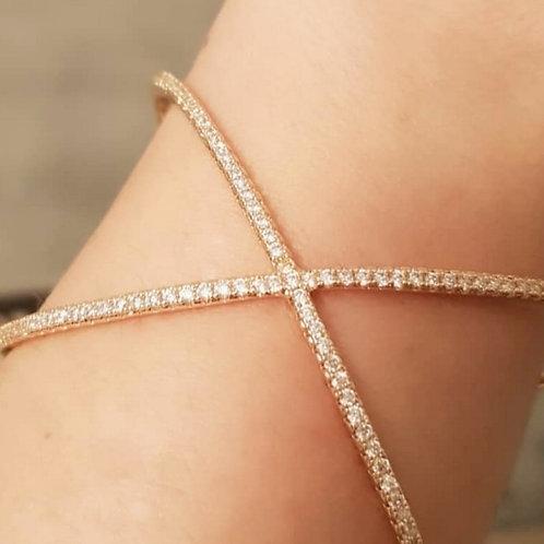 """Bracelete Folheado a Ouro em Formato de """"X"""""""