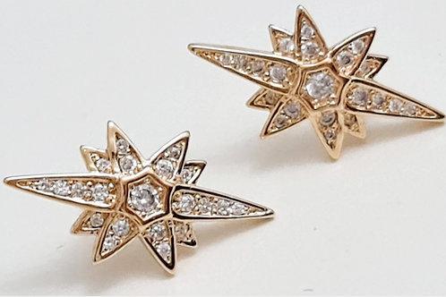 Brinco Folhada a Ouro junto da orelha formato de Estrela Estilizada