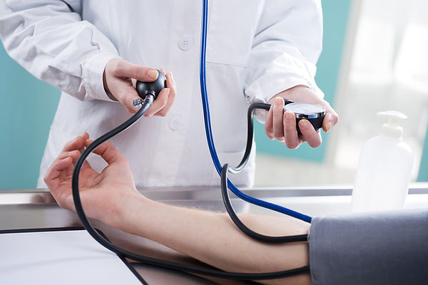 Het nemen van bloed pressue