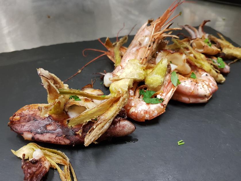 Calamari e gamberi alla piastra con carc