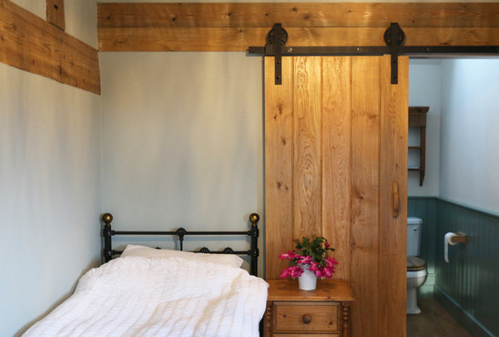 Old Farm House - bedroom 2.jpg