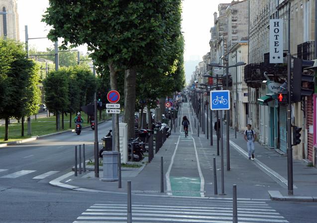 Voie cyclable, avenue Thiers, Bordeaux