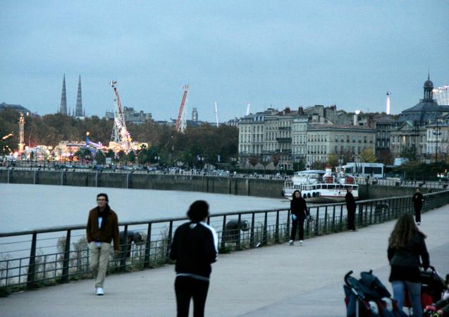 La fête foraine vue depuis les quais, chartrons, Bordeaux