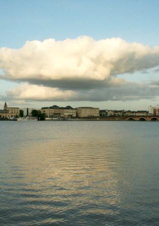 Nuages et reflet sur la Garonne, Bordeaux
