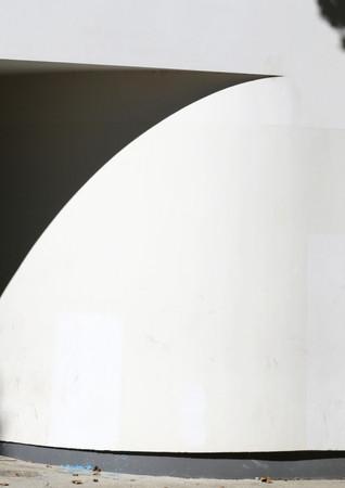 Ombres sur mur blanc