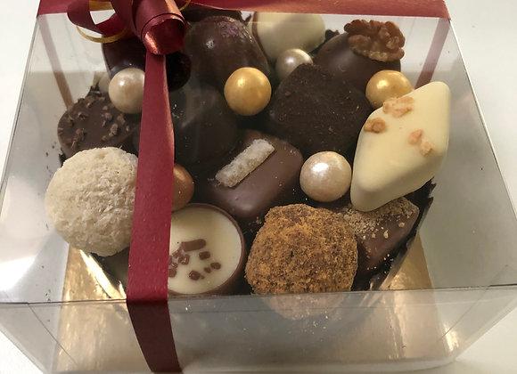 Chocolade mandje puur gevuld met pralines