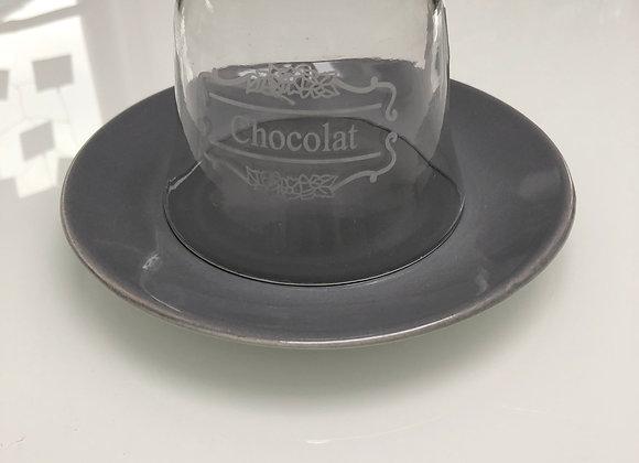 Bord met chocolat stolp