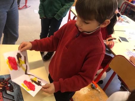 Les élèves de P1 découvrent la symétrie