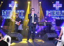 İranlı şarkıcı Omid