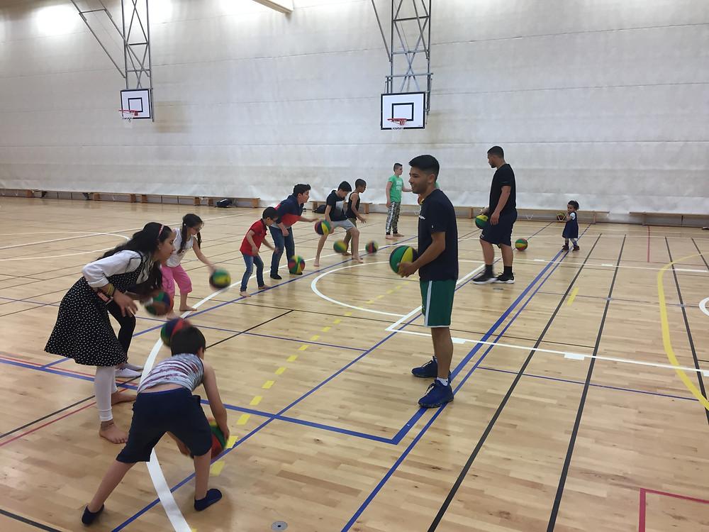 التدريب على كرة السلة في الصالة