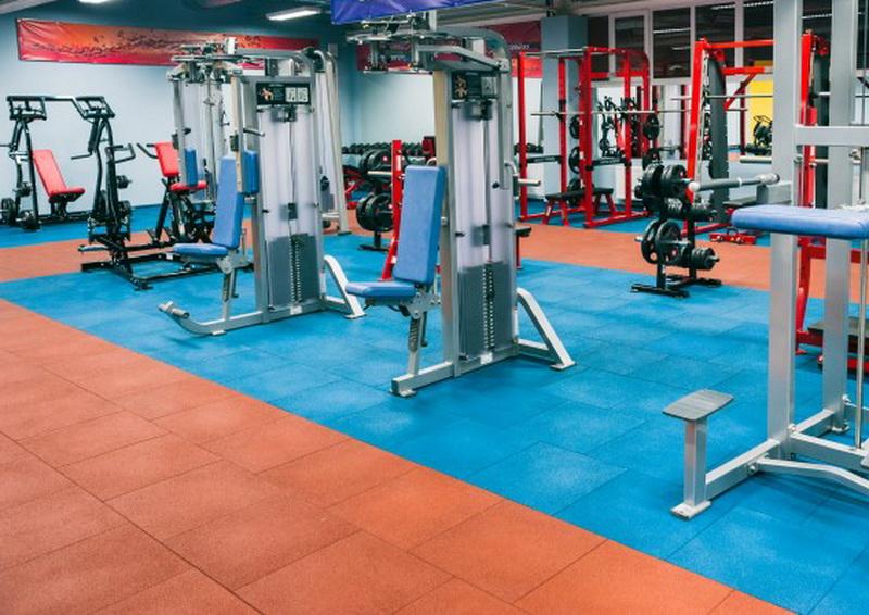 резиновая плитка в спортзале