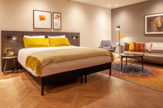 GT Leiden suite 552 bed.jpg