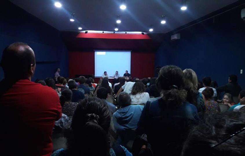 Charla_con_vecinos_en_el_salón_azul_de_la_casa_de_la_Cultura_de_Treinta_y_Tres.