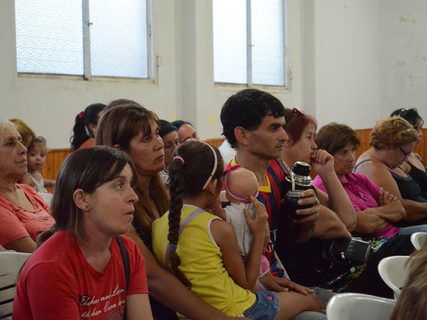 Reunión_con_los_vecinos_en_el_Club_Democrático_de_Tacuarembó