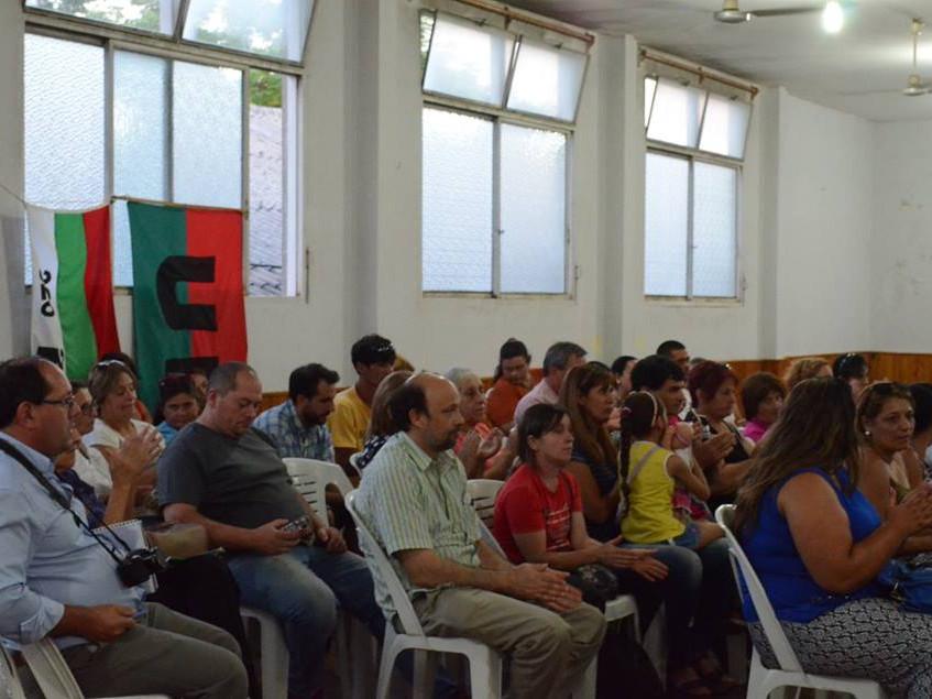 Reunión_con_los_vecinos_en_el_Club_Democrático_de_Tacuarembó_2