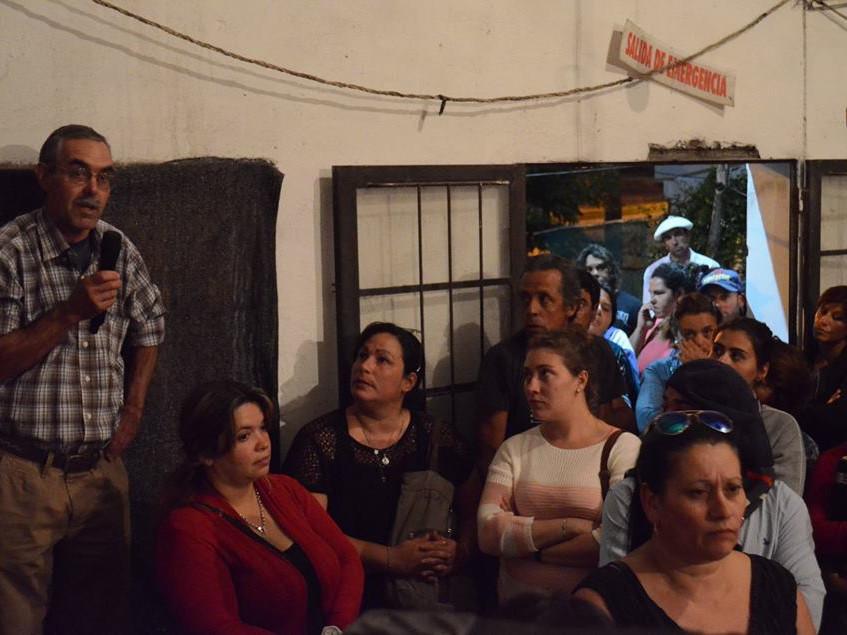 Vecinos de Melo interviniendo en la charla con el diputado Rubio sobre el proyecto del plan Nacional de Vivienda Popular.