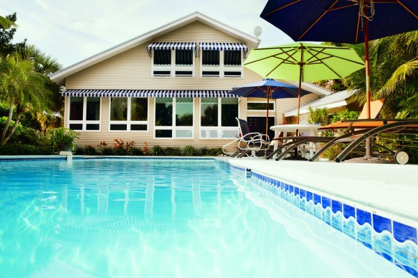 Simonton-Awning-Windows-Backyard-Pool-600x400