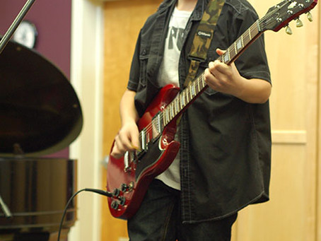 Benefits of Taking Professional Guitar Lessons