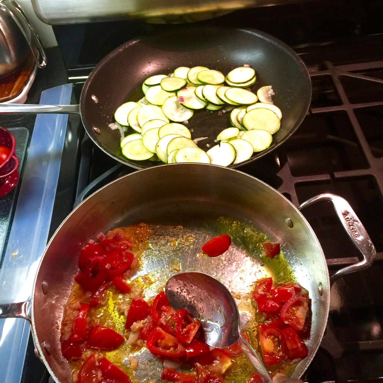 Cooking tomato and zucchini dish