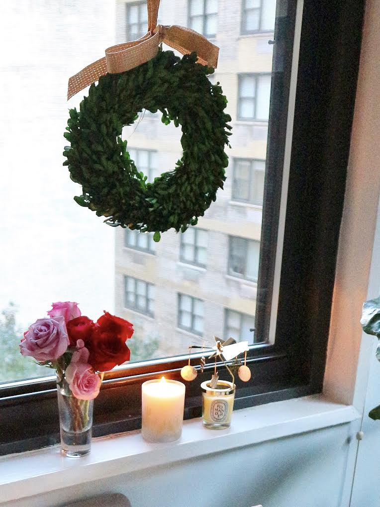 Window touches of Christmas