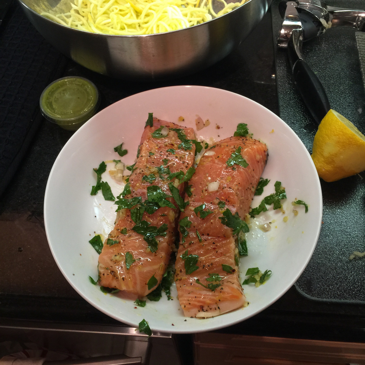 Salmon with garlic, lemon, parsley