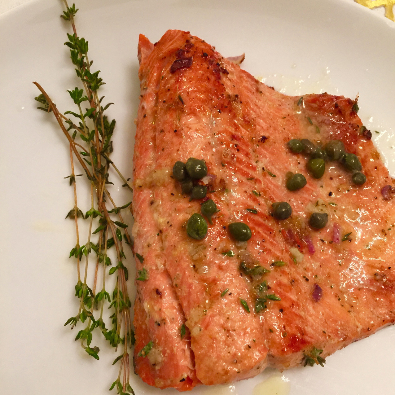 Baked salmon with thyme and capers