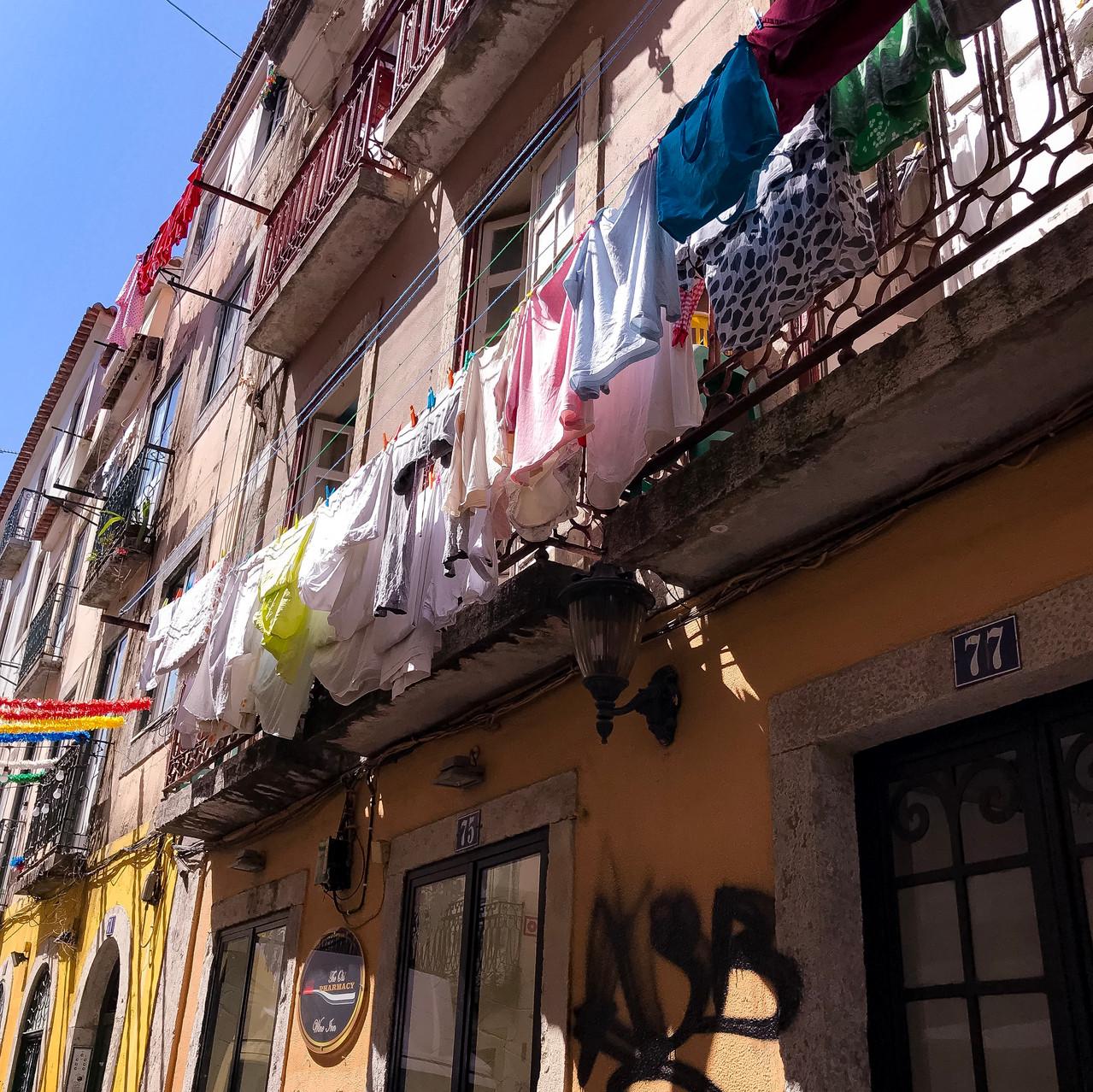 Laundry hanging - Bairro Alto