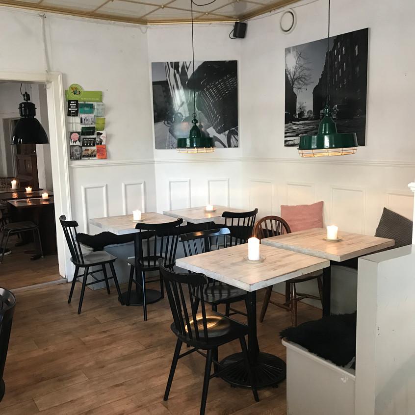 Mad & KAFFE dining area