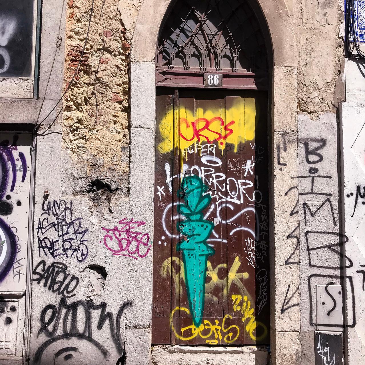 Graffiti door - Lisbon