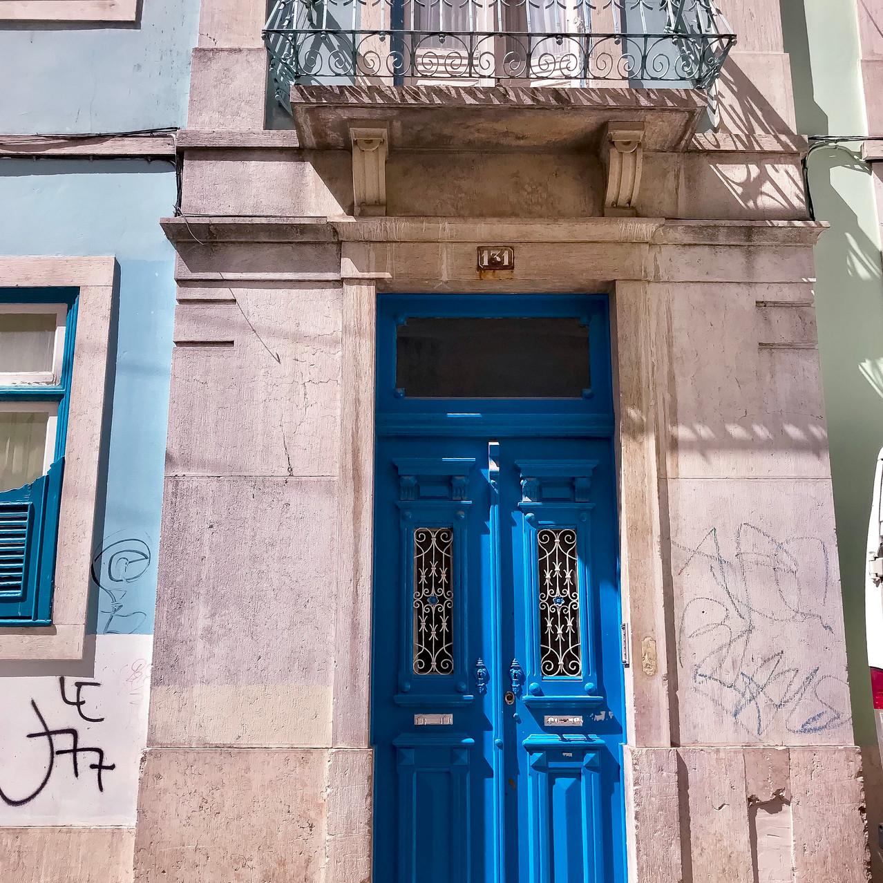 Distinct doors - Lisbon