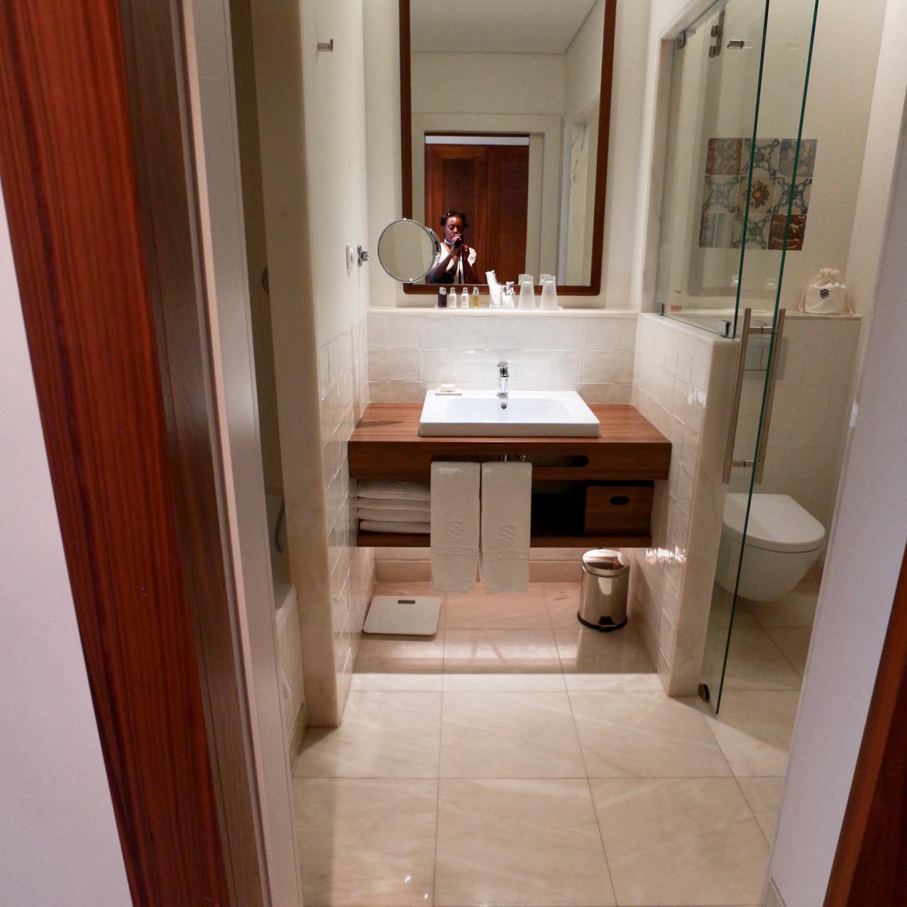Corpo Hotel bathroom