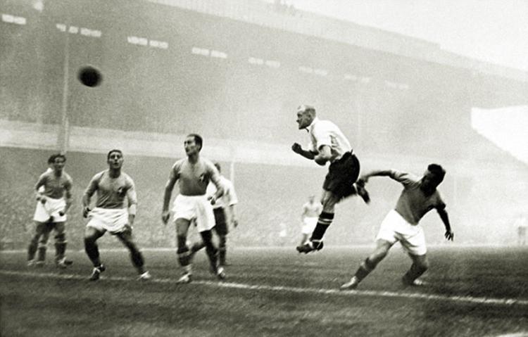 """14 Novembre 1934, quando si giocò la prima Italia- Inghilterra che il mondo abbia mai visto: la cosiddetta """"Battaglia di Highbury""""."""