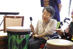 高齢者施設でのドラムサークル