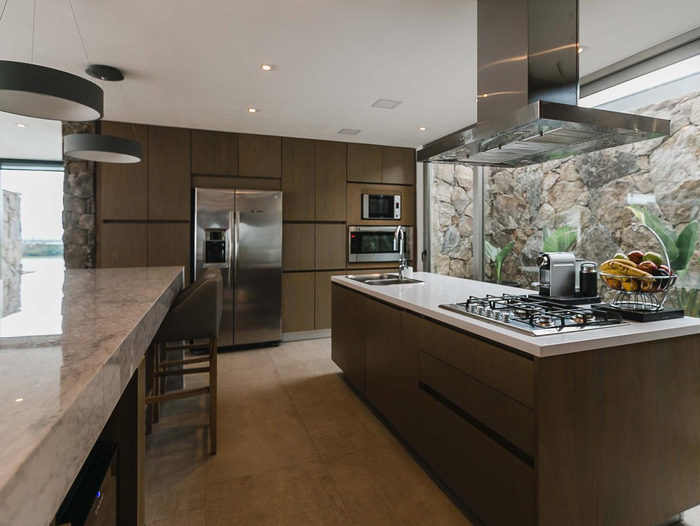 Cocina amplia en casa de campo