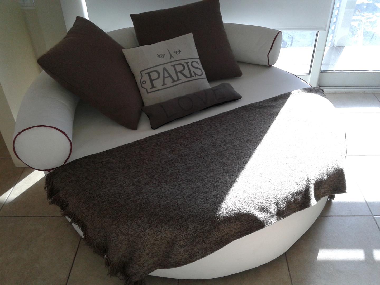 Sofa circular en cuero