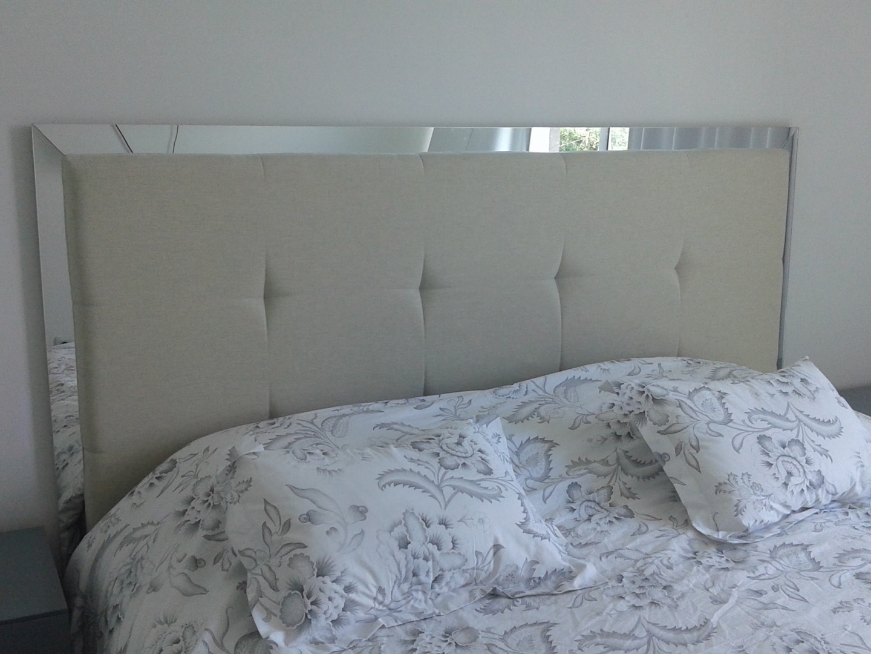 Respaldar con laterales en espejo, parte central en lino con punto tirado